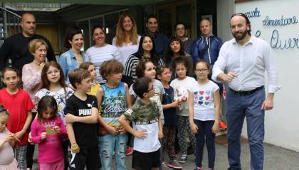 Una comunità si è stretta sulla scuola