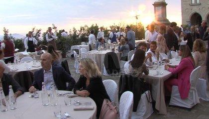 Show cooking in Piazza della Libertà e la pittura si mescola con il vino a Palazzo Sums
