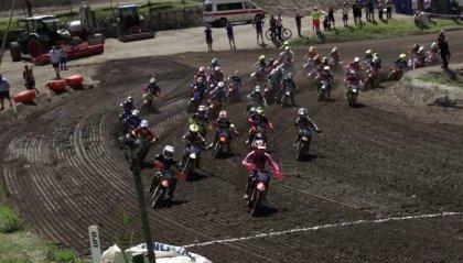 L'Italia esulta ai mondiali juniores di motocross, con due medaglie d'oro che valgono il primato a squadre.