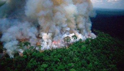 L'Amazzonia brucia da 17 giorni. Macron invoca la crisi internazionale