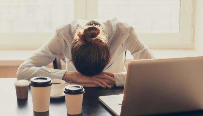 I trucchi per rimanere sveglio ed efficiente (se dormi meno di 5 ore)