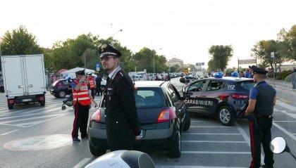 Fugge dopo un investimento, bloccata dai Cc. Ieri la Municipale ha fermato un ubriaco su auto rubata