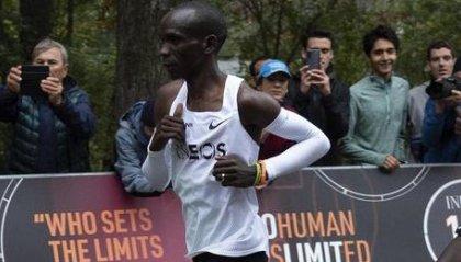 Eliud Kipchoge fa la storia: maratona corsa in meno di due ore