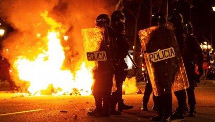 Catalogna: 80 feriti negli scontri stanotte, 33 arresti