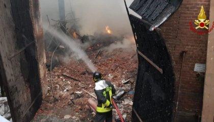 In fiamme Cavallerizza Reale, patrimonio Unesco Torino, crolla parte del tetto
