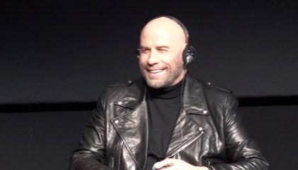 La Festa del Cinema di Roma accoglie John Travolta: giubbotto di pelle e tanti sorrisi