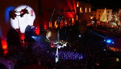 Rimini: note oniriche, acrobati e danze aeree per celebrare Federico Fellini