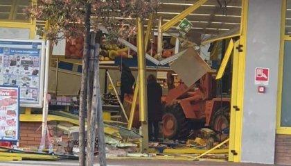 Morciano di Romagna: rubano escavatore e sfondano la vetrina dell'Eurospin