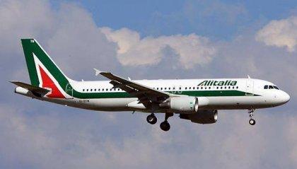 """Volo Alitalia costretto ad atterrare a Londra per passeggero """"indisciplinato"""""""