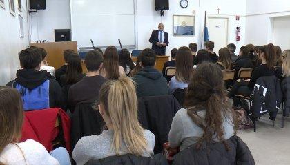 Si è parlato di guerra nell'Aula Magna della scuola superiore di San Marino con Dg Romeo