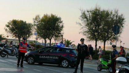 Esce dal negozio e viene fermato dai Carabinieri, lo controllano e trovano la refurtiva