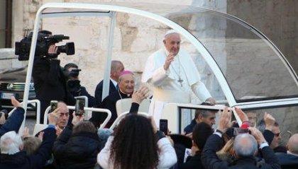 Papa a Bari, in 40 mila per sconfiggere la psicosi Coronavirus