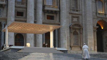 """Il grido del Papa in una Piazza San Pietro vuota: """"Non lasciarci nella tempesta"""""""