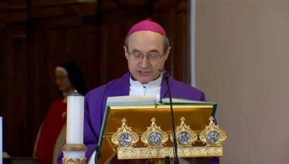 Mons. Turazzi in preghiera