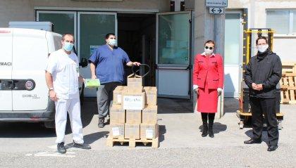 Console Onorario d'Austria consegna 30mila guanti a San Marino, dono di una azienda privata