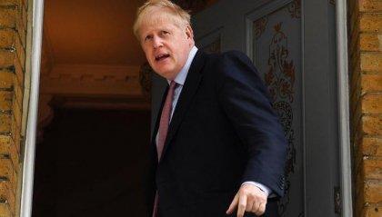 Coronavirus: Boris Johnson ricoverato in ospedale. La Regina Elisabetta incoraggia i suoi sudditi