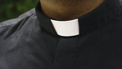 Indagini per droga e pedopornografia: sacerdote riminese allontanato dalla diocesi