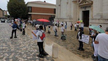 """Gli infermieri manifestano a Rimini: """"siamo stati dimenticati"""""""