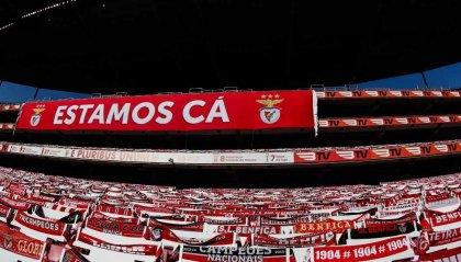 Sassaiola dei tifosi del Benfica contro il pullman della squadra