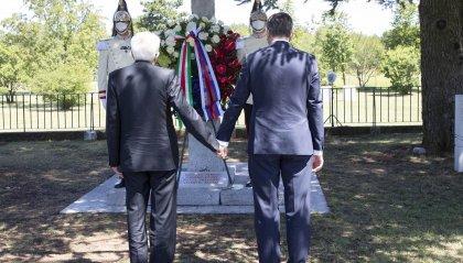 Mattarella e il presidente sloveno mano nella mano davanti alla foiba di Basovizza