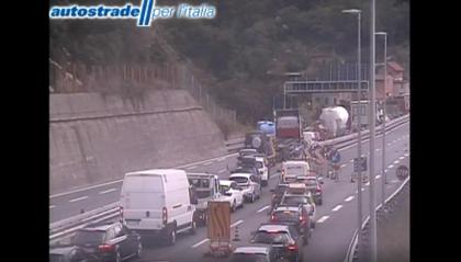 Genova, il nodo autostradale è paralizzato In Liguria il traffico è congestionato