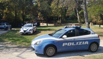 Riccione: due giovani sorpresi al parco con bancomat e cellulari rubati, denunciati