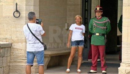 Il pieno di turisti in Riviera si riflette anche sul Titano. Sale intanto l'attesa per 'Visionnaire'