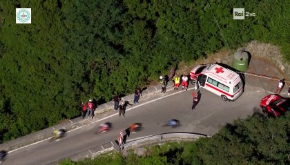 Giro di Lombardia, trionfa Fuglsang. Brutta caduta per Evenepoel