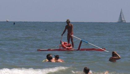 L'estate a Rimini, su spiaggia libera, prosegue fino a metà ottobre