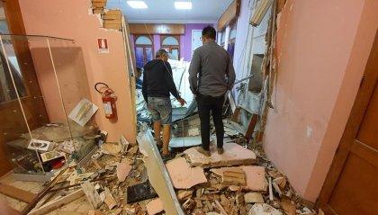 Fanno esplodere il bancomat a Gemmano: scenario da guerra nella sede del Comune