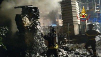 Rimini: incendio in un cantiere edile. I Vigili del Fuoco domano le fiamme