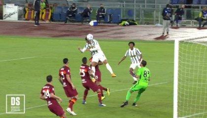 Juve in 10 pareggia 2-2 a Roma