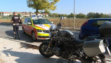 Riccione: padre e figlia cadono in moto, bimba trasportata al 'Bufalini'