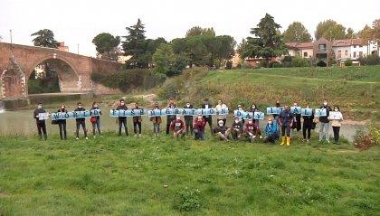 Giornata mondiale dei pesci migratori: liberati centinaia di storioni e anguille nel centro urbano di Cesena
