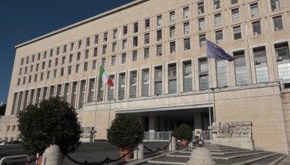 """Ministero degli Esteri agli italiani: """"Evitate viaggi all'estero"""""""