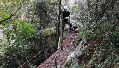 Alpini al lavoro a San Marino sul sentiero del Titano