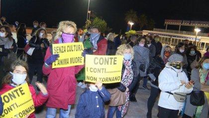 """""""Vogliamo lavorare"""": in tanti a manifestare pacificamente contro l'ultimo Dpcm Conte"""