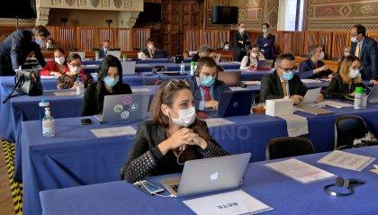 Relazione CIS: 3 gli odg depositati. Approvato a maggioranza quello delle forze governative. Clima incandescente in Aula