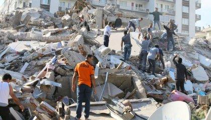 Forte terremoto distrugge e ferisce: dal Mar Egeo a Turchia e Grecia