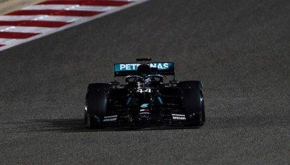 GP Bahrain: pole 98 per Lewis Hamilton, deludono le Ferrari