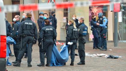 Germania: auto contro pedoni, 5 morti tra cui una bimba