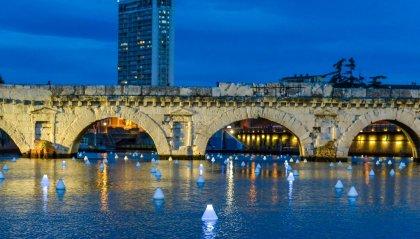 """Rimini, 208 lampade galleggianti al Ponte di Tiberio: """"Vincerà la bellezza"""""""