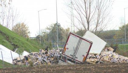 Tragedia in A14: camion si ribalta sulla rampa di uscita del casello di Rimini nord, muore 66enne