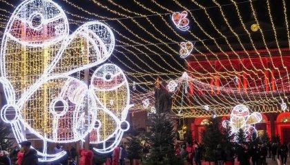 """Rimini accende le luci della città: """"Se è notte, si farà giorno"""""""