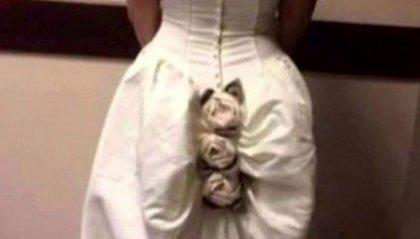 Abito da sposa con i fiori cuciti sul 'lato B'
