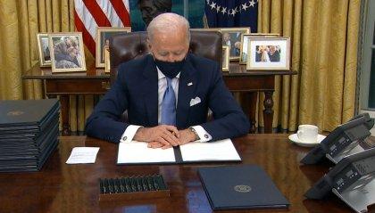 Biden giura da presidente e firma subito rientro nell'accordo sul clima