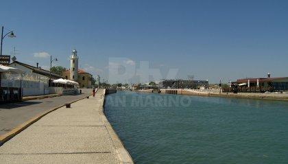 Affonda peschereccio a Cesenatico, illesi i marinai a bordo