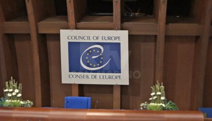 Consiglio d'Europa: no alla vaccinazione obbligatoria né ai passaporti vaccinali
