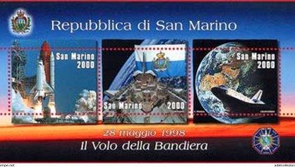 La bandiera di San Marino nello spazio