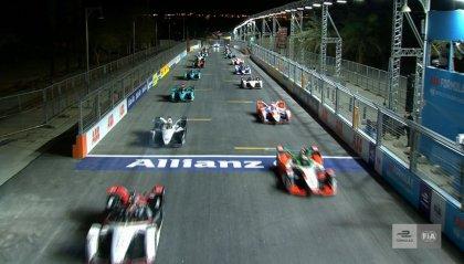 Formula E: De Vries vince gara-1 a Diriyah
